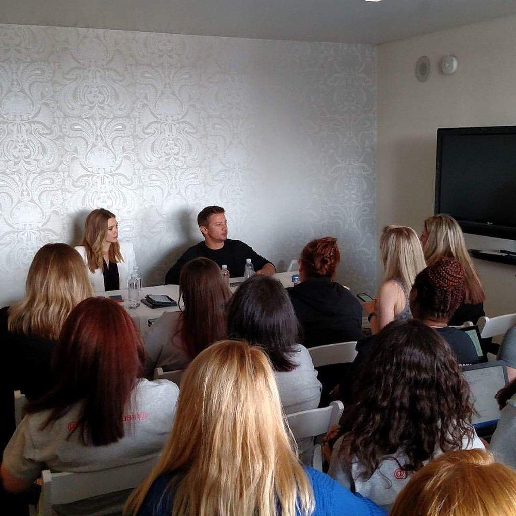 Elizabeth Olsen Jeremy Renner
