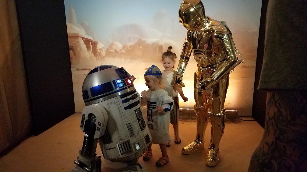 Meeting R2-D2 & C-3PO