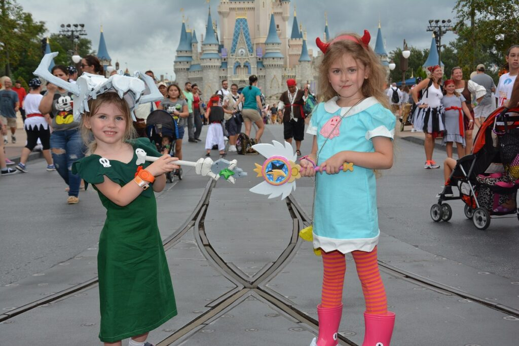 10 Easy Mickey's Not So Scary Halloween Party Costume Ideas!