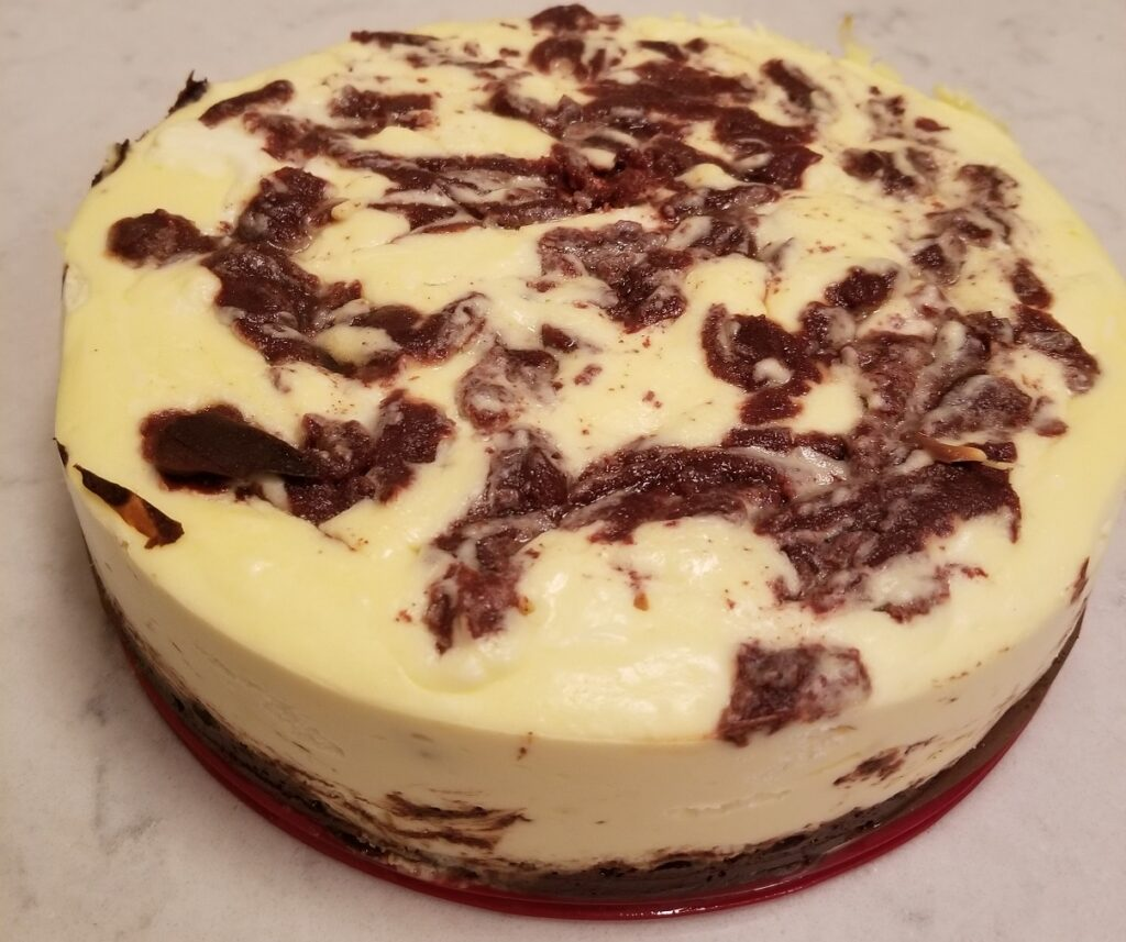 keto cinnamon swirl cheesecake