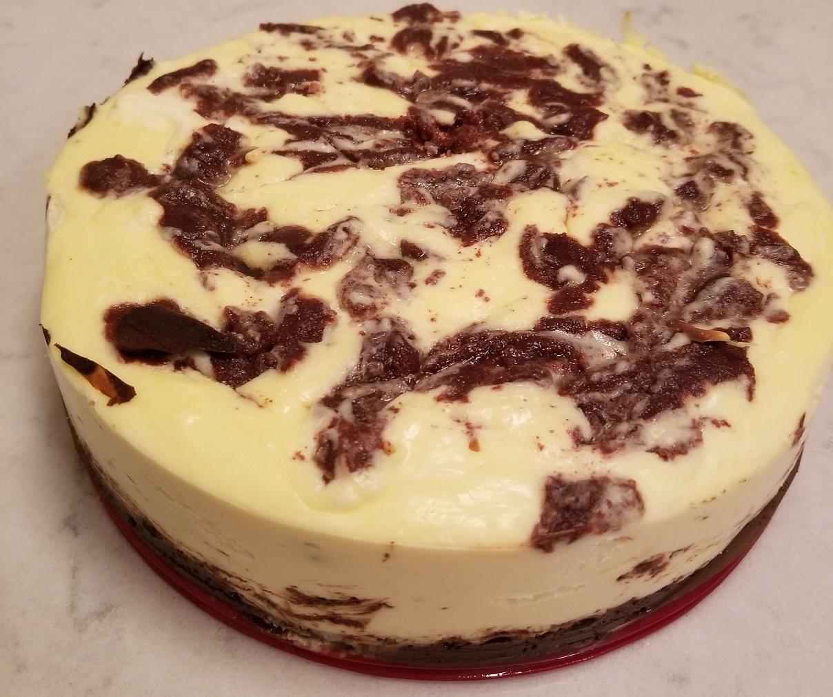 keto cinnamon swirl cheesecake