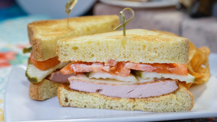 Pixarfest_Fried-ricksen-Bologna-Sandwich