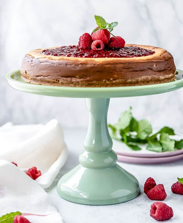 low-carb-cheesecake-with-raspberry-jam
