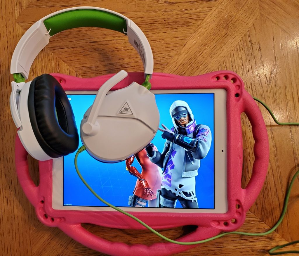Fortnite iPad with Turtle Beach Recon 70