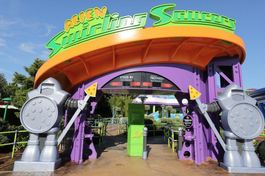 alien-swirling-saucers-entrance